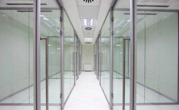 Drzwi z przeszkleniem a prywatność domownikówDrzwi z przeszkleniem a prywatność domowników