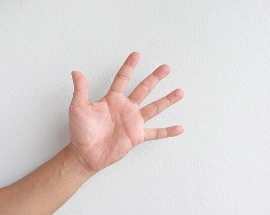 popękana skóra dłoni